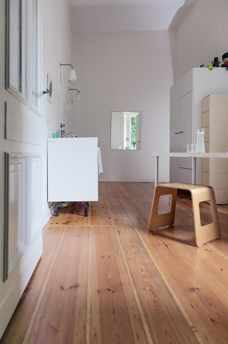 kitchen and mirror