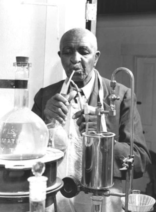 "English: en:George Washington Carver, American botanist and inventor, at work in his laboratory Français : fr:George Washington Carver, botaniste américain et inventeur, au travail dans son laboratoire Original caption: Series VII.1, Photographs, Box 7.1/3, file ""II. Photographs--Carver, George Washington,"" USDA History Collection, Special Collections, National Agricultural Library."